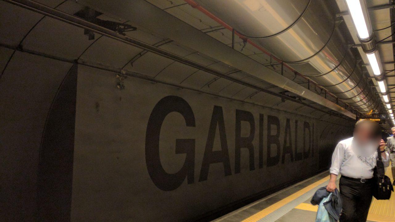 イタリア【ナポリ中央駅】から【...